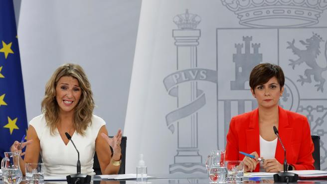 La vicepresidenta segunda y ministra de Trabajo, Yolanda Díaz, y la responsable de Política Territorial y portavoz del Gobierno, Isabel Rodríguez.