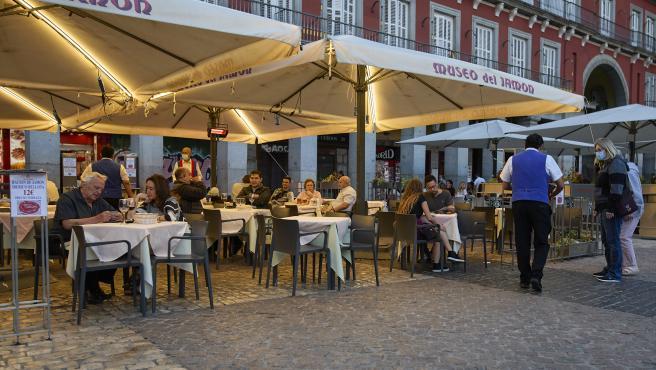 Hostelería Madrid cree que el fin de aforos y la vuelta de la barra inyectarán 10 millones diarios al sector