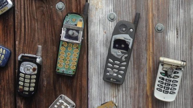 Los teléfonos móviles antiguos poco a poco se quedan obsoletos ante las nuevas actualizaciones de las apps.