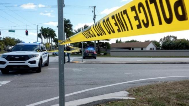 Policía de Florida en la escena de un crimen.