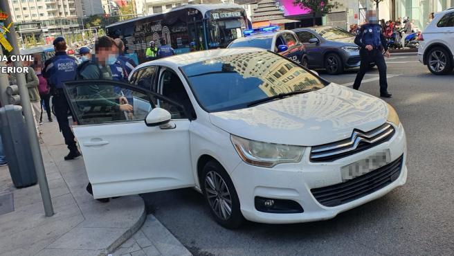 La Guardia Civil detiene en la Gran Vía de Madrid a un hombre tras robar con violencia un vehículo en Talavera