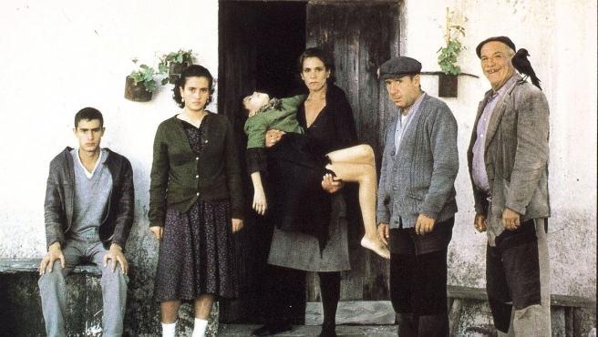 Una imagen de la película 'Los Santos Inocentes', basada en la novela de Miguel Delibes.