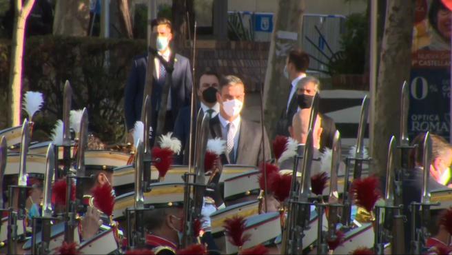 Abucheos a Sánchez al inicio del desfile del 12-O