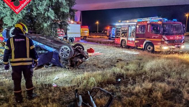 Sucesos.- Cuatro personas resultan heridas tras salirse de la carretera y volcar con su coche