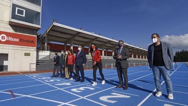 Bilbao estrena nueva pista de atletismo en el polideportivo municipal de Zorrotza, tras una inversión de 455.000 horas