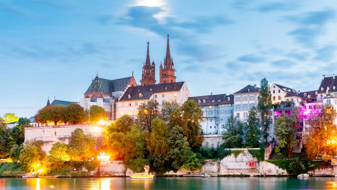 La catedral de Basilea vista desde el Rhin.