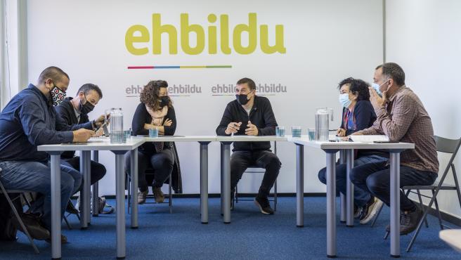 CCOO y EH Bildu analizan la reforma laboral, de las pensiones y el SMI en una reunión en Bilbao