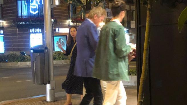 Ernesto de Hannover y Claudia Stilianopoulos pasean por Madrid.