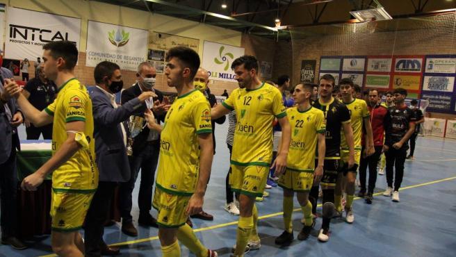 MásJaén.- Francisco Reyes entrega la VI Copa Presidente Diputación de Fútbol Sala al Jaén Paraíso Interior B