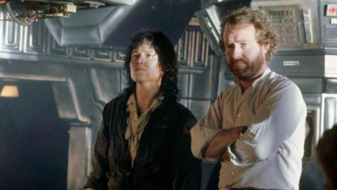 Sigourney Weaver y Ridley Scott en el set de 'Alien, el octavo pasajero'