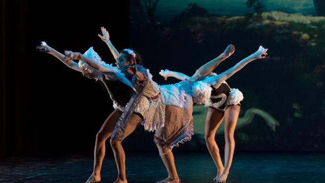 Tomares abre el telón de su programación cultural con una versión en 3D de 'El lago de los cisnes'