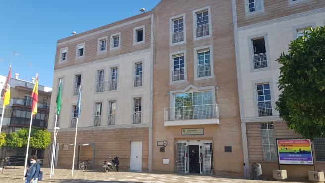 """Tribunales.- Condenado un exedil socialista de Los Palacios por un encargo """"sin contrato ni publicidad"""""""