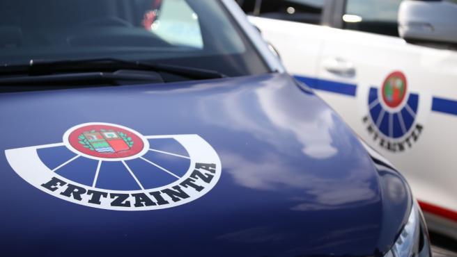 Imagen de archivo de una patrulla de la Ertzaintza.