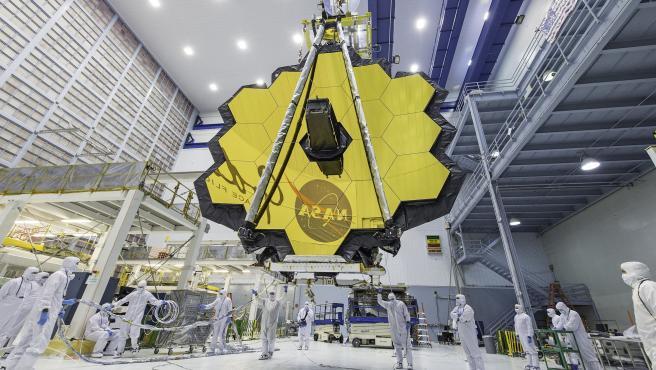 El telescopio espacial James Webb con sus espejos completamente desplegados.