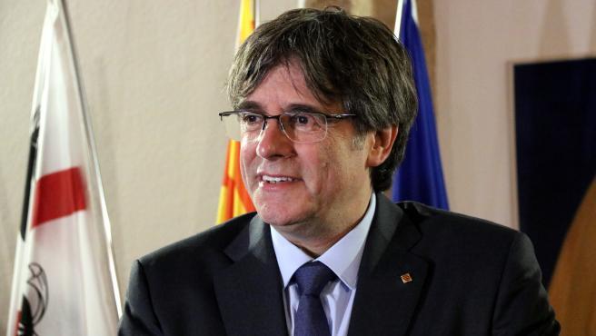 Carles Puigdemont durante una rueda de prensa en e Alguer (Cerdeña).