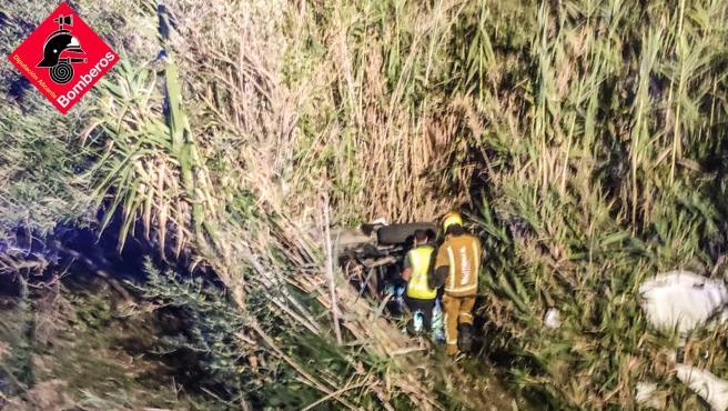 Sucesos.-Fallece una mujer tras salirse de la vía con el coche en Xàbia y otras tres personas resultan heridas