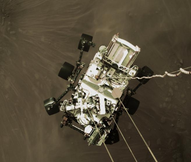 Instante previo a que el Perseverance aterrizara en Marte.