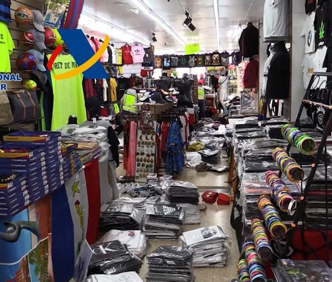 17.400 productos presuntamente falsificados incautados en Lloret de Mar (Girona)