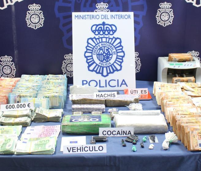 Dos personas detenidas por vender cocaína a través de las ventanillas de autos estacionados junto a su departamento en Orcasitas