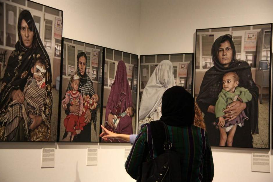 120 niñas envenenadas en Afganistán por ir a la escuela
