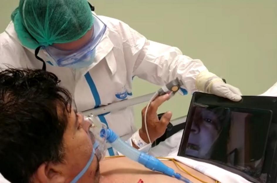 El comité de humanización del hospital es el responsable de que los pacientes puedan hacer videollamadas a casa a través de tablets. El comité ha existido siempre, pero ahora cobra una especial notoriedad.