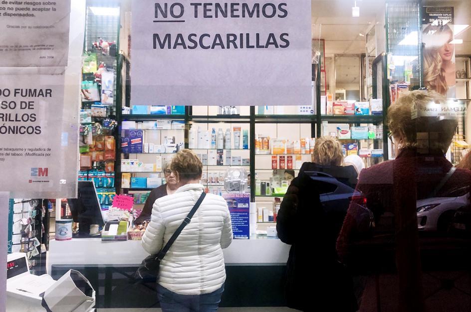 Sin mascarillas en las farmacias ni supermercados.
