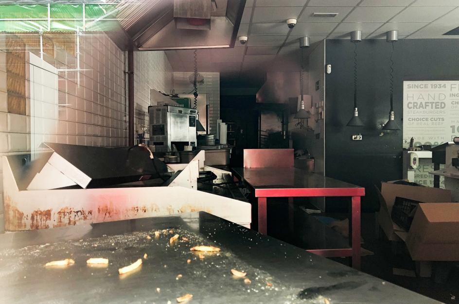 Una hamburguesería 'abandona' tras el estado de alarma.
