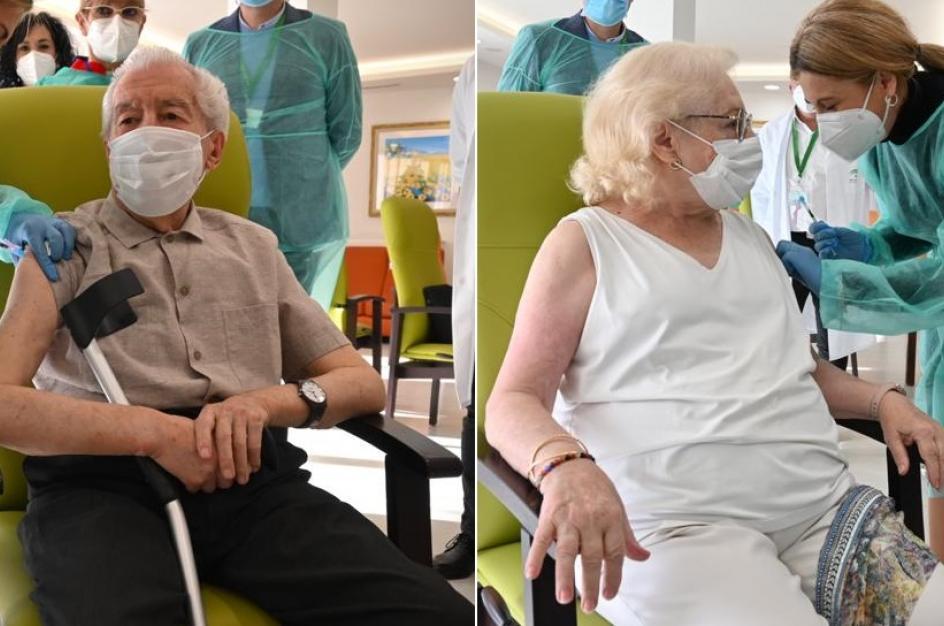 Ambos residentes de la Residencia Fray Leopoldo de Granada, han sido los primeros que han sido vacunados contra el coronavirus este domingo en Andalucía, después de que la comunidad haya recibido las primeras 1.840 dosis.