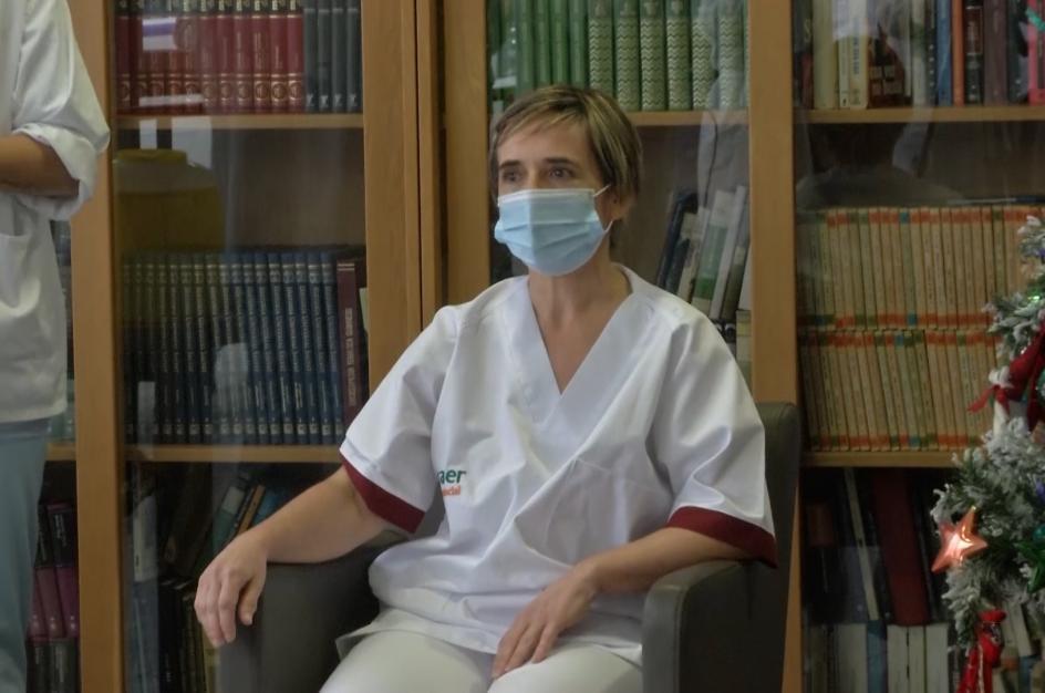 Bernardina Escudero, primera persona en recibir la vacuna en Euskadi