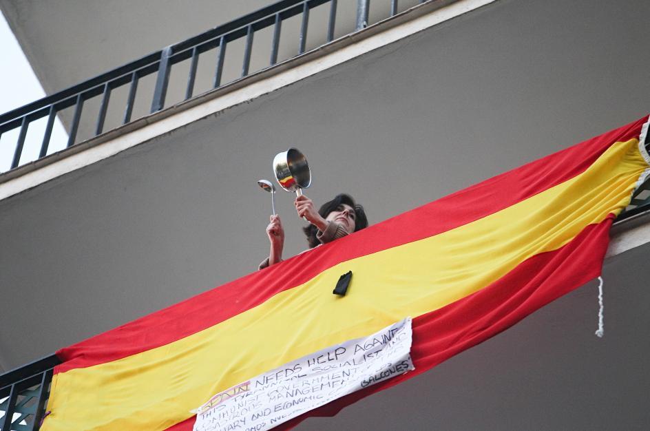Las caceroladas ganan protagonismo a las 21 horas como protesta a la gestión al Gobierno.