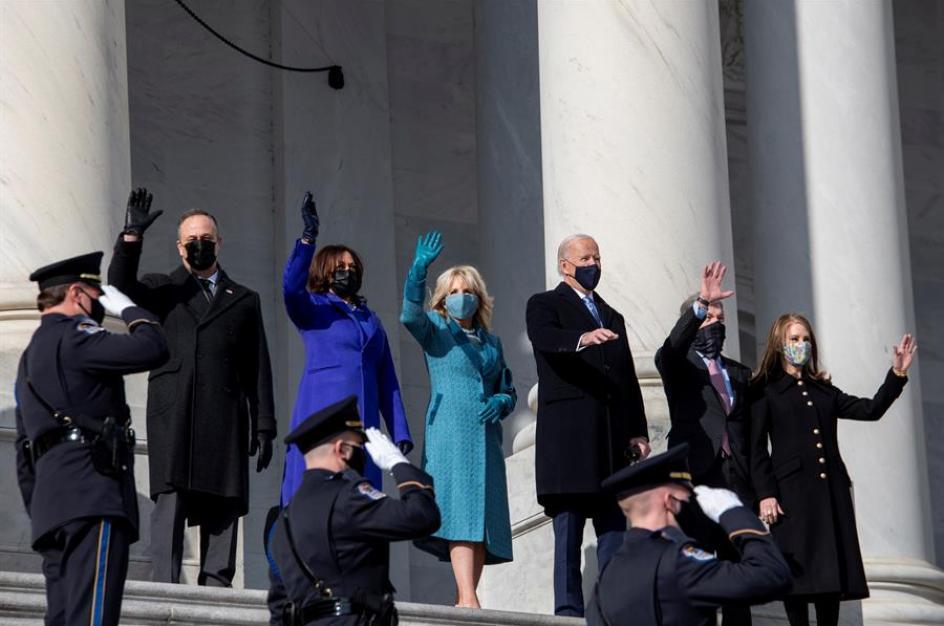 El presidente electo de EE.UU., Joe Biden, su esposa Jill Biden, a vicepresidenta electa, Kamala Harris, y su esposo Douglas Emhoff llegan a la toma de posesión de Joe Biden como presidente de EE.UU.
