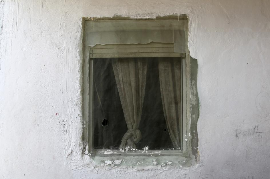 Los vecinos viven en infraviviendas en una zona que lleva sin luz desde octubre de 2020, un problema provocado por el ingente consumo eléctrico de un centenar de narcoparcelas.