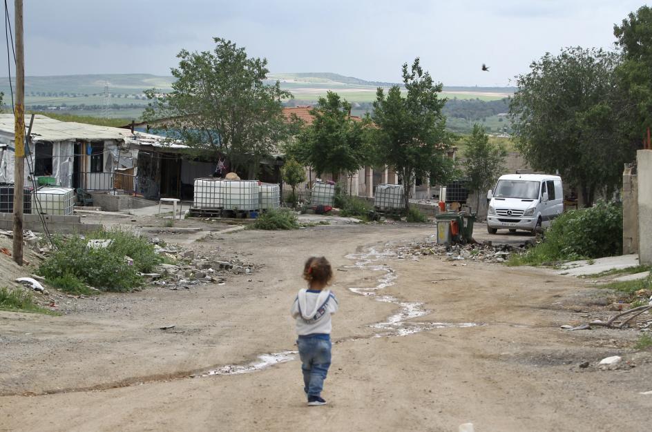 Así sobreviven las últimas familias del  mayor asentamiento ilegal de Europa, pendientes de su realojo.