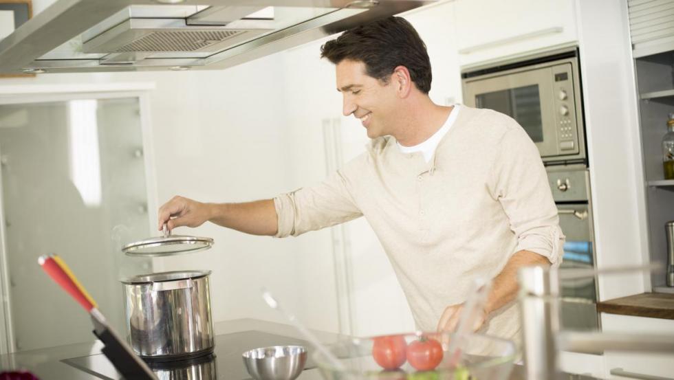 Descongelar los alimentos antes de cocinar también nos ayudará a ahorrar energía.