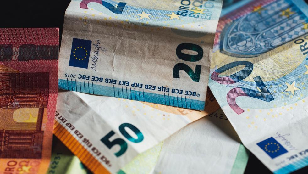 La educación financiera es el conjunto de conocimientos adquiridos que permiten administrar las finanzas y entender el contexto económico que nos rodea.