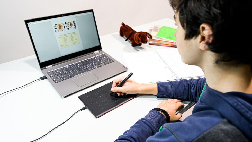 One by Wacom es una pen tablet que ofrece a estudiantes y profesores una sencilla solución para la enseñanza y el aprendizaje