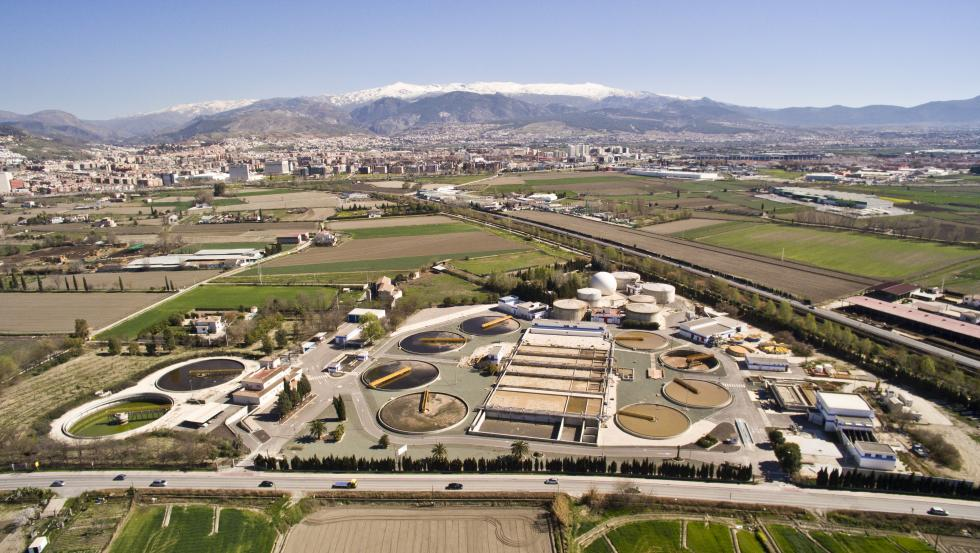 La biofactoría Sur de Granada, gestionada por Emasagra, ha conseguido que prácticamente el 100% del agua depurada se reutilice para el riego de cultivos.