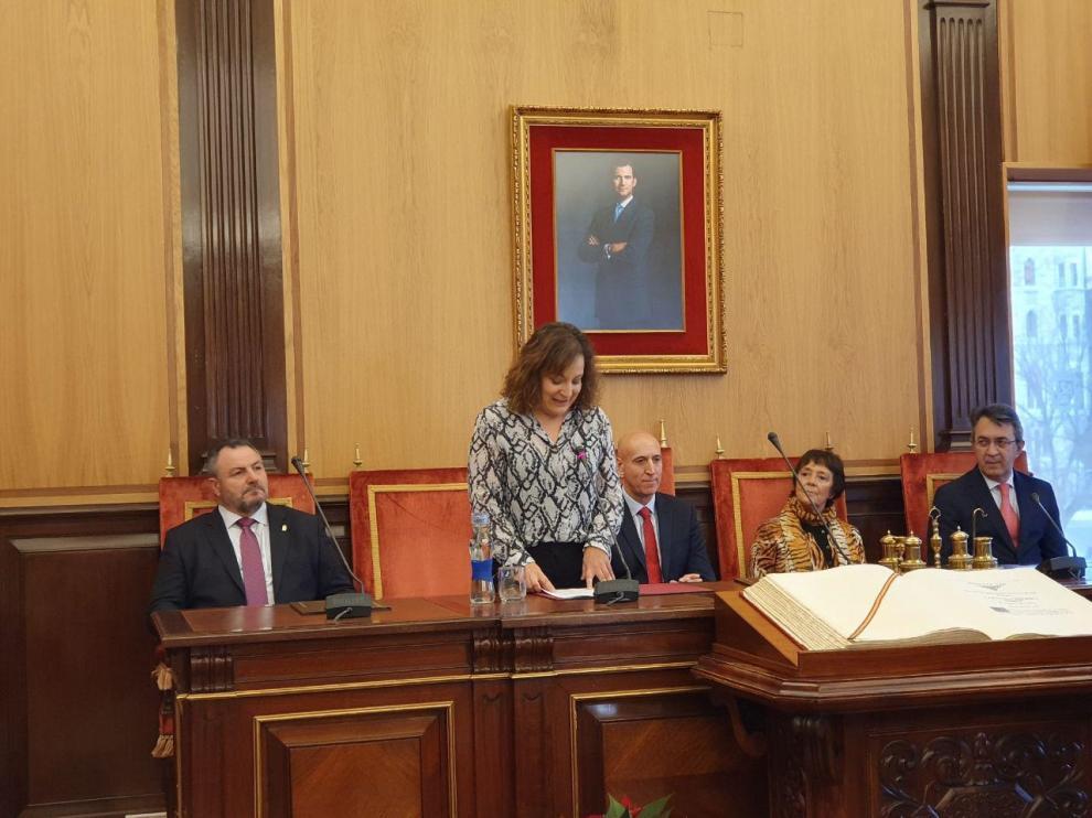La eurodiputada Iratxe García junto a autoridades políticas y sociales de León.
