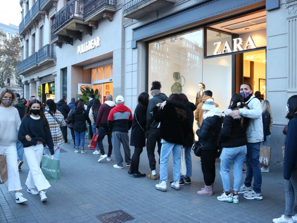 Barcelona regulará el flujo de peatones del Portal de l'Àngel esta Navidad .