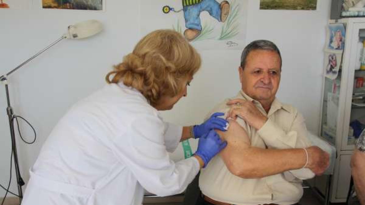 El PP acusa al Gobierno extremeño de manipular el protocolo para tapar la vacunación irregular de sus cargos