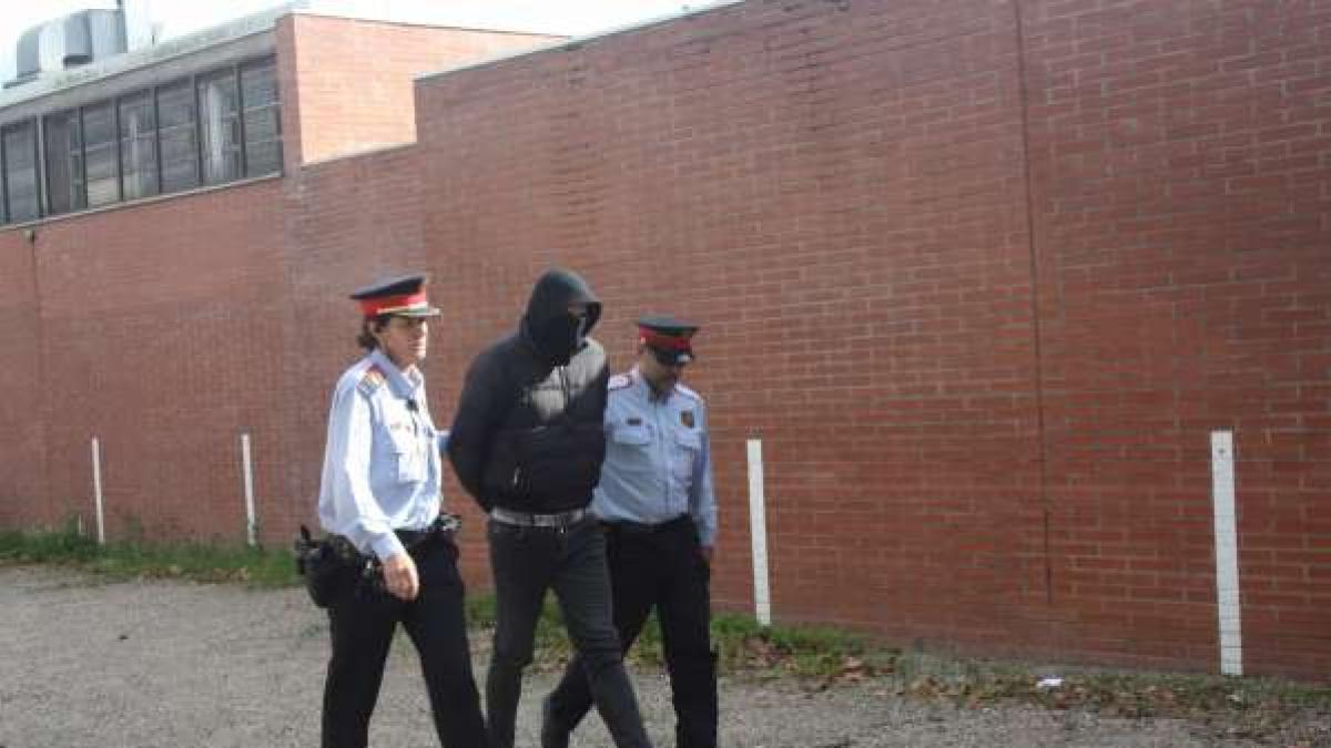En Libertad Con Cargos Los 5 Encapuchados Disidentes De La Escuela De Hostelería De Girona