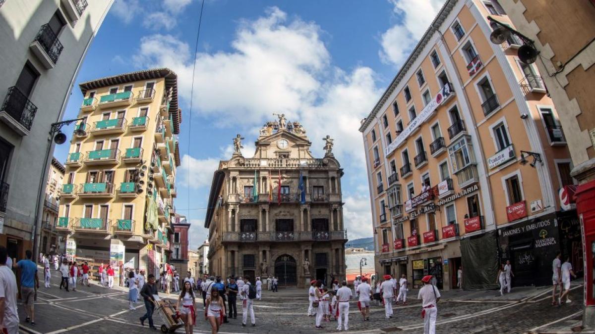 Un paseo sin prisas por las plazas más bonitas de Navarra