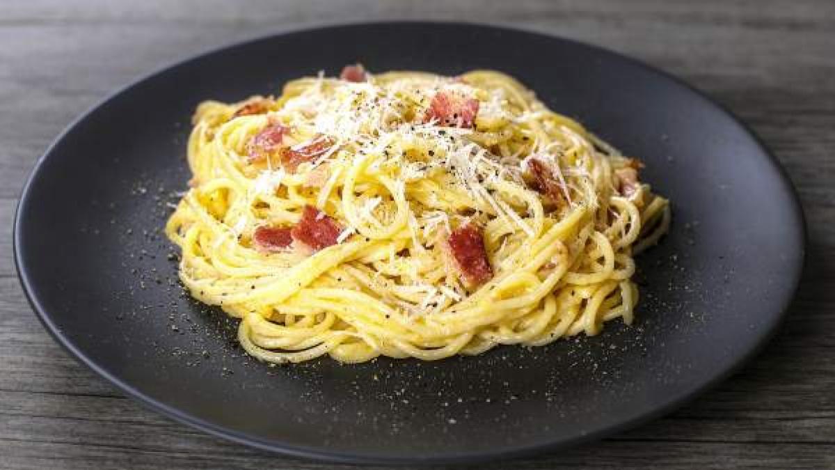 La auténtica receta de espaguetis a la carbonara sin nata