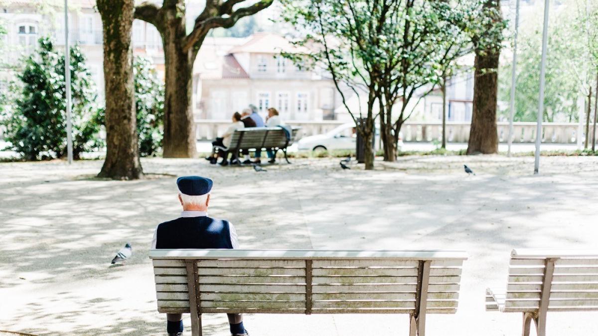 Un viudo de 86 años va a comer a un instituto todos los días para no estar solo