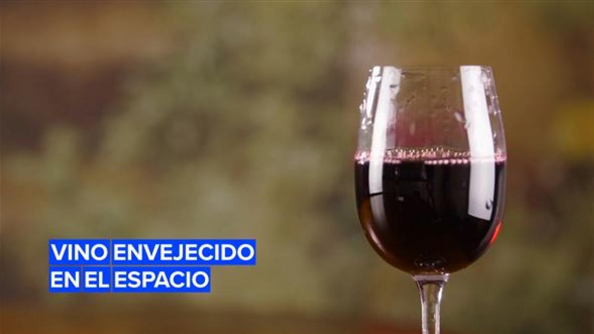 Exclusivas botellas de vino envejecidas en el espacio