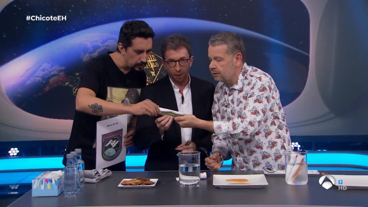 Chicote hace en 'El hormiguero' una cata de la comida de la estación espacial: