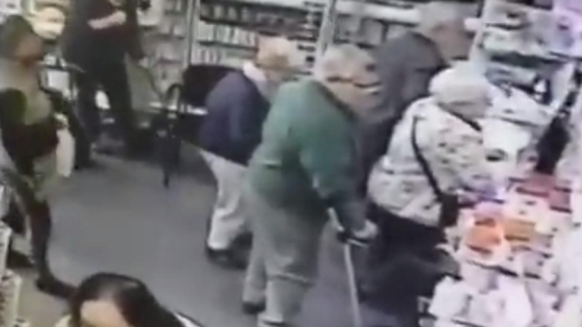 Piden ayuda para encontrar a dos ladronas que robaron su pensión a una anciana en La Línea de la Concepción