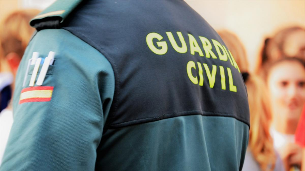 Sancionan a un guardia civil que se limitó a observar mientras fustigaban a su compañera