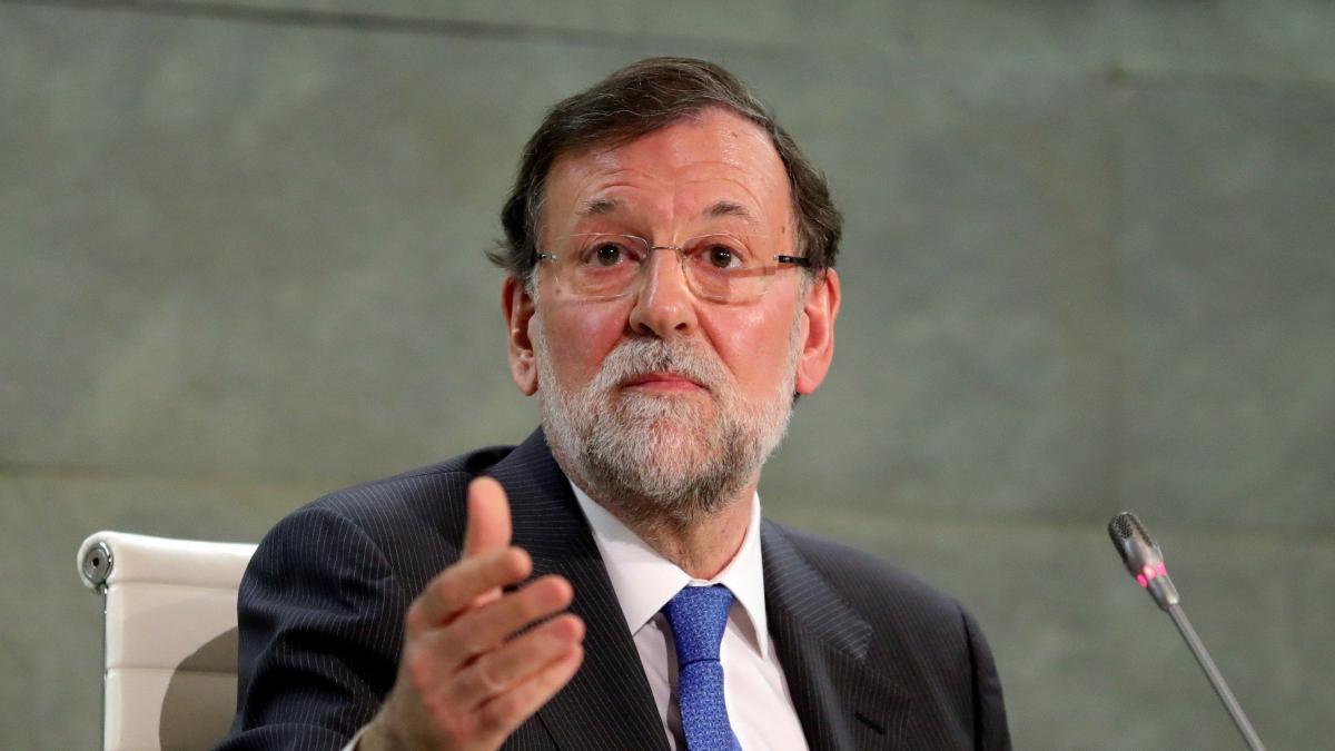 """Rajoy bromea sobre su libro en la presentación: """"No me han pagado lo que merecía, pero intentaré portarme mejor"""""""