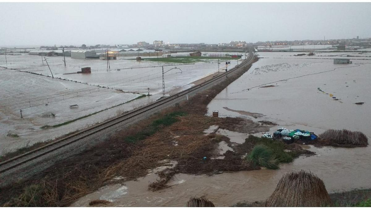 alt - https://imagenes.20minutos.es/files/og_thumbnail/uploads/imagenes/2020/01/23/tramos-de-via-afectados-por-la-lluvia-en-girona.jpeg